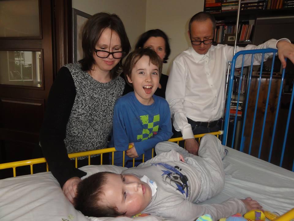 Oczkowscy wkomplecie popowrocie Jasia wszpitalu, gdzie walczył ożycie - naszczęście skutecznie! :)