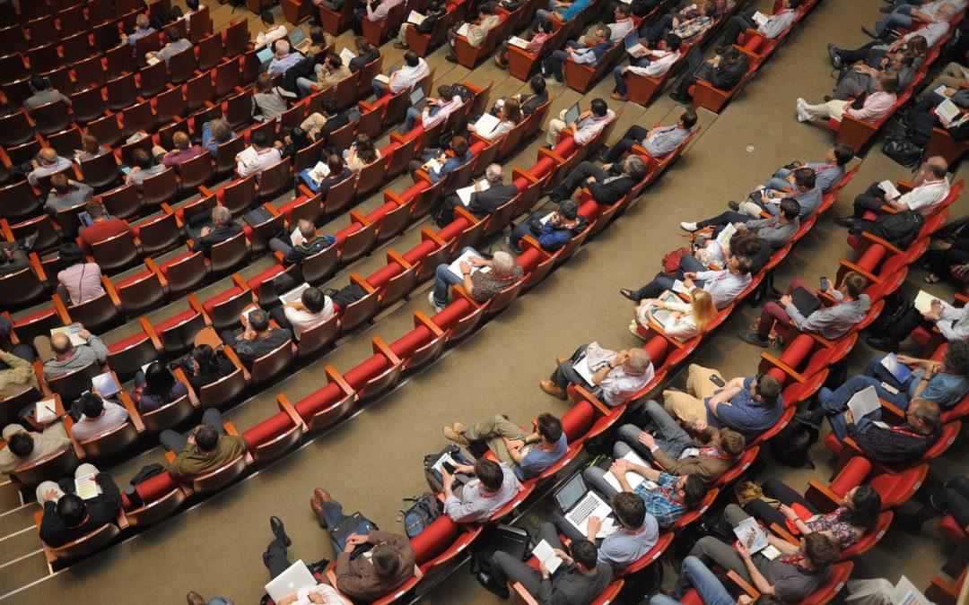 [PORADNIK] Jak przetrwać nadużej konferencji biznesowej jeśli jesteś introwertykiem